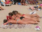 Пляж солнечные ванны